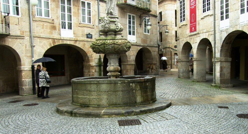 Fuente en el centro de la plaza