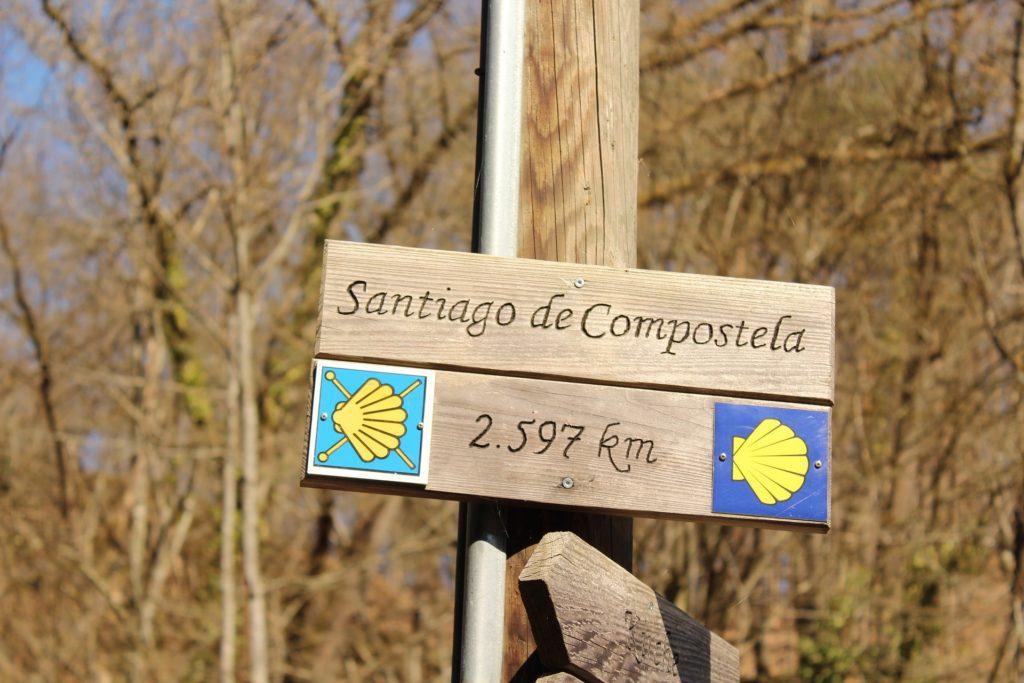 Señal camino Santiago, para el Xacobeo