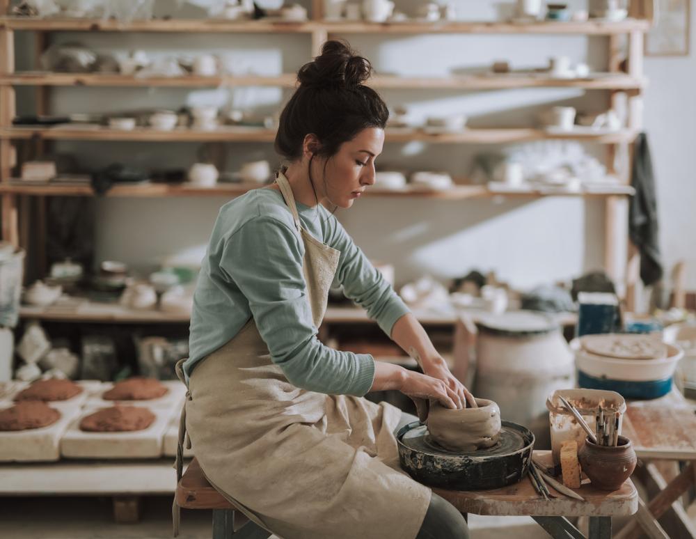 artesana en taller